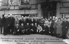 Перед входом на швейную фабрику им. Воровского, ул. Гарибальди, Одесса. 1964 г.
