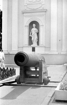 Памятник «Пушка» во время реставрации. Фотограф Сергей Калмыков. 1975 г.