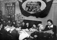 Вечером на агитпункте при Одес. кредитно-эконом. ин-те. г. Одесса, 3/12.1954 г., Левит (3234)