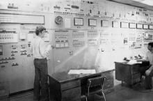 Потеряев – старший оператор (слева направо), Карлушин – старший машинист Одесского припортового завода. Одесская обл. 20 августа 1982 г. (9889)