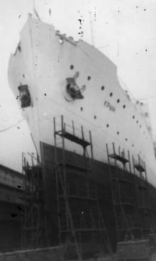 Теплоход «Крым» в доке порта. Одесса, 1960 г. Выкрест (1602)