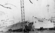 Суда «Победа» и «Латвия» на ремонте. Судоремонтный завод. Одесса 1965 г. Выкрест (1681)