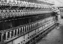 Прядильная машина «ГЩ-108-Д» на Одесской джутовой фабрике. Работница т. Кожко С. А. 21.VII.67 Одесса, Крылов Н. Ф. (452)