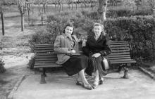 В парке им. Т.Г. Шевченко. Одесса, май 1954 г.