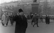 На площади Советской Армии в Одессе. Слева Доска почета Центрального района. 1960-е годы