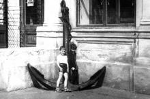 Перед музеем морского флота. Одесса. Фотограф А. Шашкин. Начало 1980-х годов