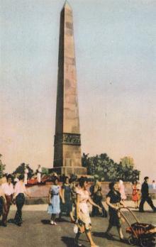 Памятник Неизвестному матросу. Одесса. Фотография из путеводителя «Одесса», 5-е издание, 1968 г.