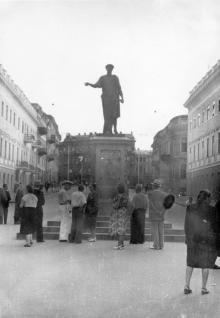 Одесса. Памятник Дюку, на заднем плане площадь К. Маркса