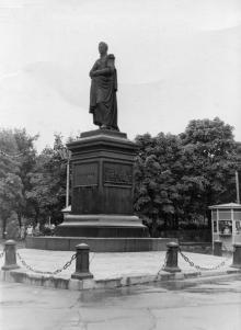 Памятник Воронцову на площади Советской Армии. Одесса. 1958 г.