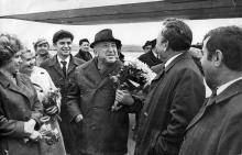 Расул Гамзатов в Одесском аэропорту