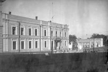 Одесса, ул. Ласточкина, 2. Интерклуб моряков, правее вход в «Открытый театр». 1930-е годы