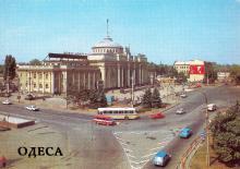 Железнодорожный вокзал. Фото В. Крымчака на открытке из комплекта «Одесса», 1987 г.