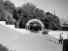 Вход в Пионерский парк. Фотограф Владимир Петрович Лисовский. 1960-е годы