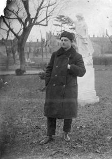 В парке кардиологического санатория. Одесса. 02.12.1932 г.