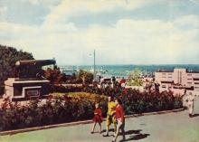 Уголок Приморского бульвара. Фотограф А. Подберезский. Открытка из набора 1963 г.