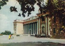 Здание горсовета. Фотограф А. Подберезский. Открытка из набора 1963 г.