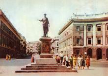 На Приморском бульваре. Фотограф А. Подберезский. Открытка из набора 1963 г.