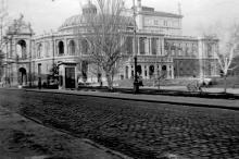 Оперный театр с ул. Ланжероновской. Одесса, 1942-1943 годы