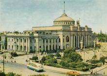 Одесса. Железнодорожный вокзал. Фотограф А. Подберезский. Открытка из набора 1966 г.