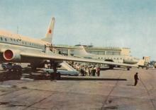 Одесса. В аэропорту. Фотограф А. Подберезский. Открытка из набора 1966 г.