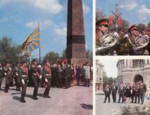 В День Победы торжественным маршем мимо памятника Неизвестному матросу проходит рота почетного караула; Военный оркестр; Одесситы — ветераны Великой Отечественной войны