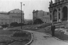 Рядом с оперным театром. Одесса. 25 сентября 1954 г.