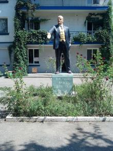 Памятник В.И. Ленину у главного корпуса Дома творчества УТО, Одесса