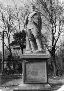 Памятник Ф.Э. Дзержинскому на второй территории санатория им. Дзержинского. Одесса, 1960-е годы