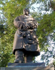 Памятник Чкалову на территории санатория. Фото Татьяны Михно. Одесса, 2013 г.
