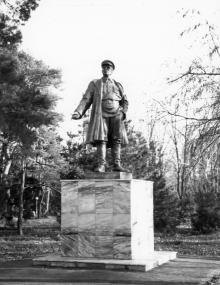 Памятник С.М. Кирову на территории санатория им. Ф.Э. Дзержинского. Одесса