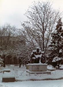 Памятник Ленину с детьми перед первым корпусом санатория им. Дзержинского. Одесса