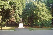 Памятник С.М. Кирову на территории санатория «Одесса», июль 2007 г.