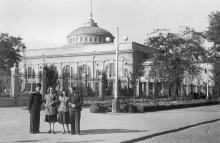 Возле железнодорожного вокзала. Одесса, начало 1950-х годов, до 1954 г.