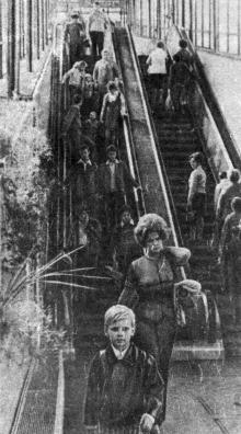 В павильоне с эскалатором. Фото из буклета «Приморский бульвар». 1975 г.