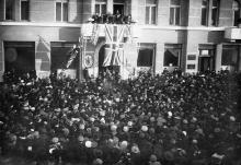 Пушкинская улица, 37, перед консульством Британии. Фотограф Исаак Эйленкриг. Одесса, 1917 г.