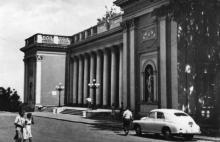 Будинок Міської Ради депутатів трудящих. Фото А. Підберьозького. Комплект мініфотографій «Одеса», 1968 р.