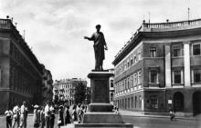 Приморський бульвар. Пам'ятник Рішельє. Фото А. Підберьозького. Комплект мініфотографій «Одеса», 1968 р.