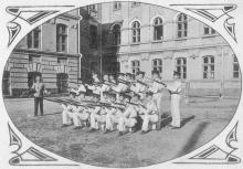 Строевые занятия кадет Одесского кадетского корпуса. Почтовая карточка. Фото М. Пиковского