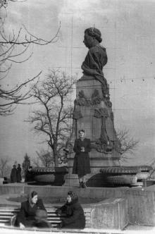 Одесса. Памятник Пушкину. Фотограф Василий Фёдорович Гуменко. 1956 г.