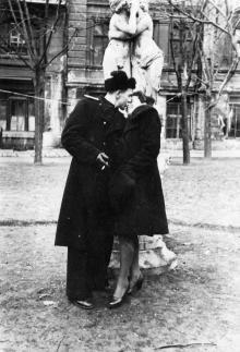 В сквере Чарльза Дарвина. Одесса, март 1949 г.