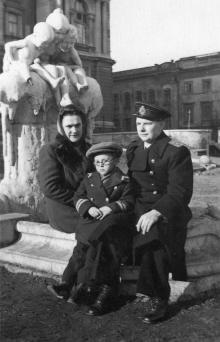 Одесса. Возле фонтана «Дети и лягушка»