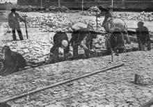 Одесса. Пролетарский бульвар устилают гранитом. Фото в газете «Чорноморська комуна», 26 апреля 1934 г.