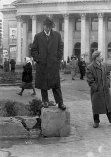 Возле кинотеатра «Родина». Одесса, 1960-е годы