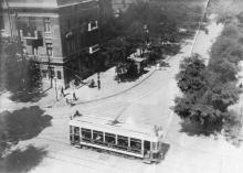 Одесса. Трамвай по Успенской идет в город, пересекая Ремесленную. Фото Крикора Мангикяна. 1919 г.