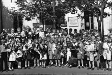 Одесса, ул. Толстого, 8. Перед средней школой № 47 и средней школой рабочей молодежи № 20. 1 сентября 1955 г.