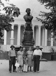 Памятник Пушкину на площади Коммуны. 1963 г.