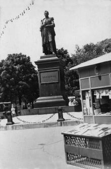 Памятник М.С. Воронцову на площади Советской Армии. Одесса, 1950-е гг.