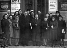 Перед входом в Одесский электротехнический институт связи на Комсомольской улице. Январь, 1950 г.