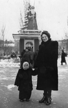 На площади Советской Армии. Март, 1953 г.