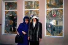 Возле окон китайского ресторана на ул. Гаванной. Одесса, 1999 г.